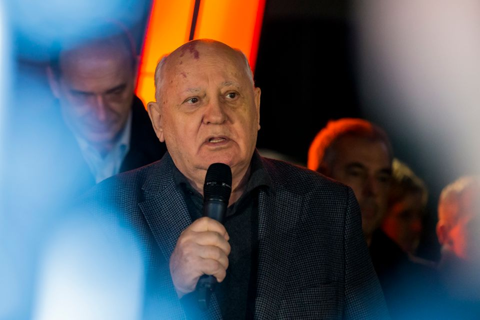 Gorbatschow bei einem Besuch in Berlin 25 Jahre nach dem Fall der