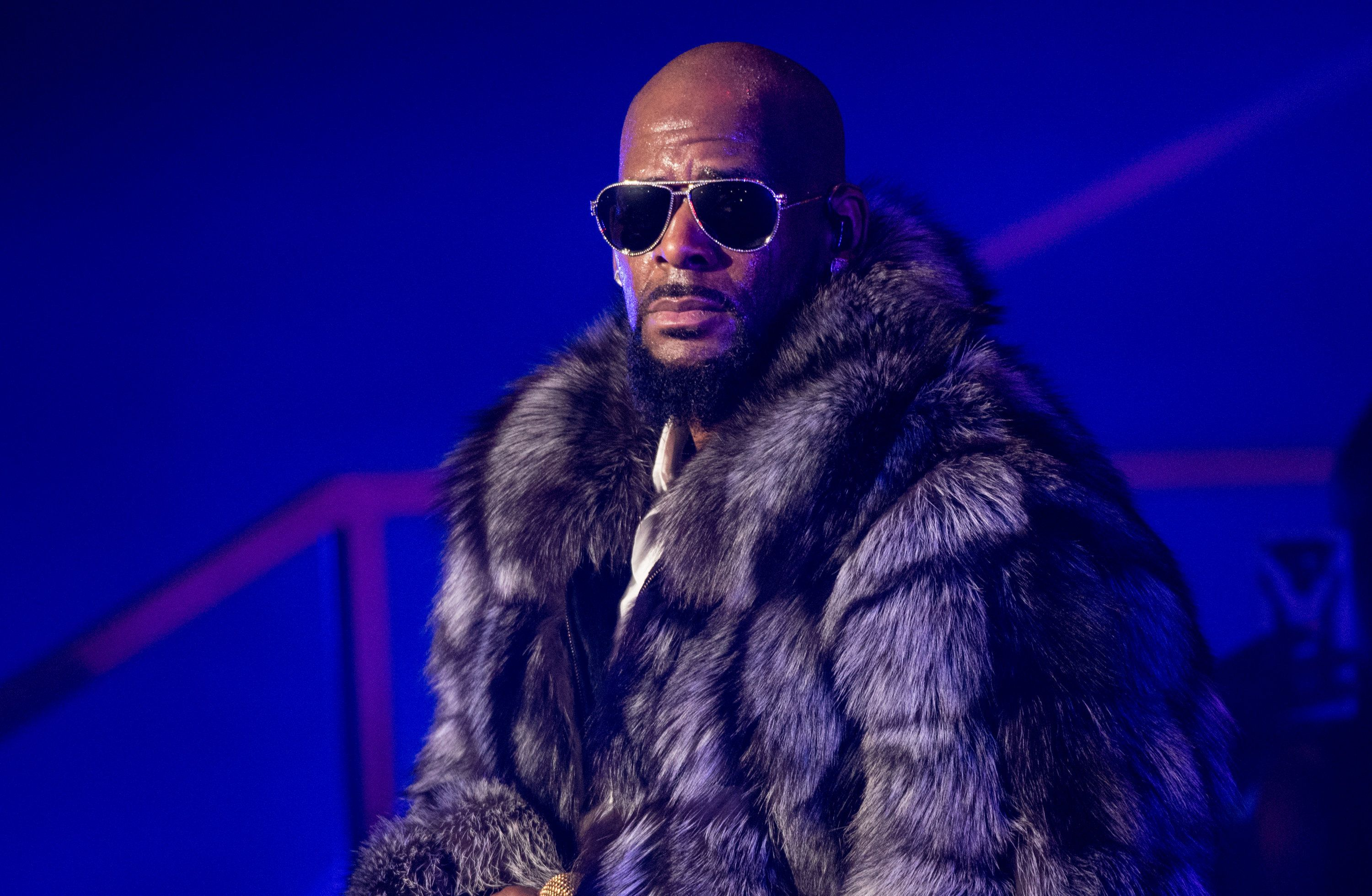 NEW YORK, NY - DECEMBER 17:  Singer R. Kelly performs in concert during the '12 Nights Of Christmas' tour at Kings Theatre on December 17, 2016 in the Brooklyn borough New York City.  (Photo by Noam Galai/Getty Images)