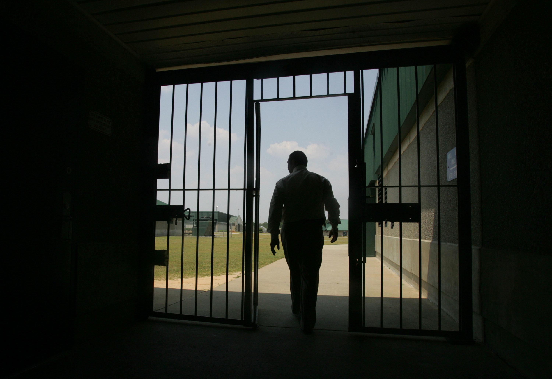 Επτά νεκροί και 17 τραυματίες σε ταραχές σε φυλακή της Νότιας