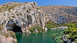 Το Forbes κατατάσσει την Λίμνη της Βουλιαγμένης στα 10 μέρη που πρέπει να επισκεφθεί κάποιος στην