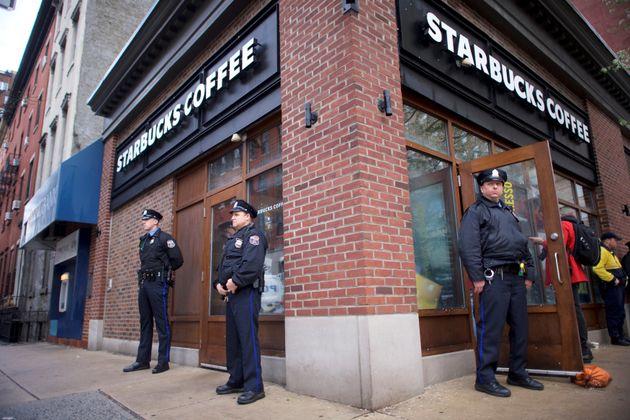 Σάλος με τη ρατσιστική συμπεριφορά των Starbucks εις βάρος δύο έγχρωμων