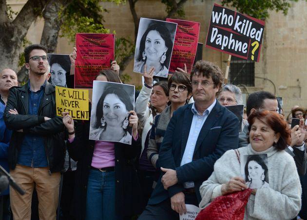 #DaphneProject, η απάντηση των δημοσιογράφων στην παγκόσμια ελίτ της διαφθοράς όταν τους δολοφονεί για...