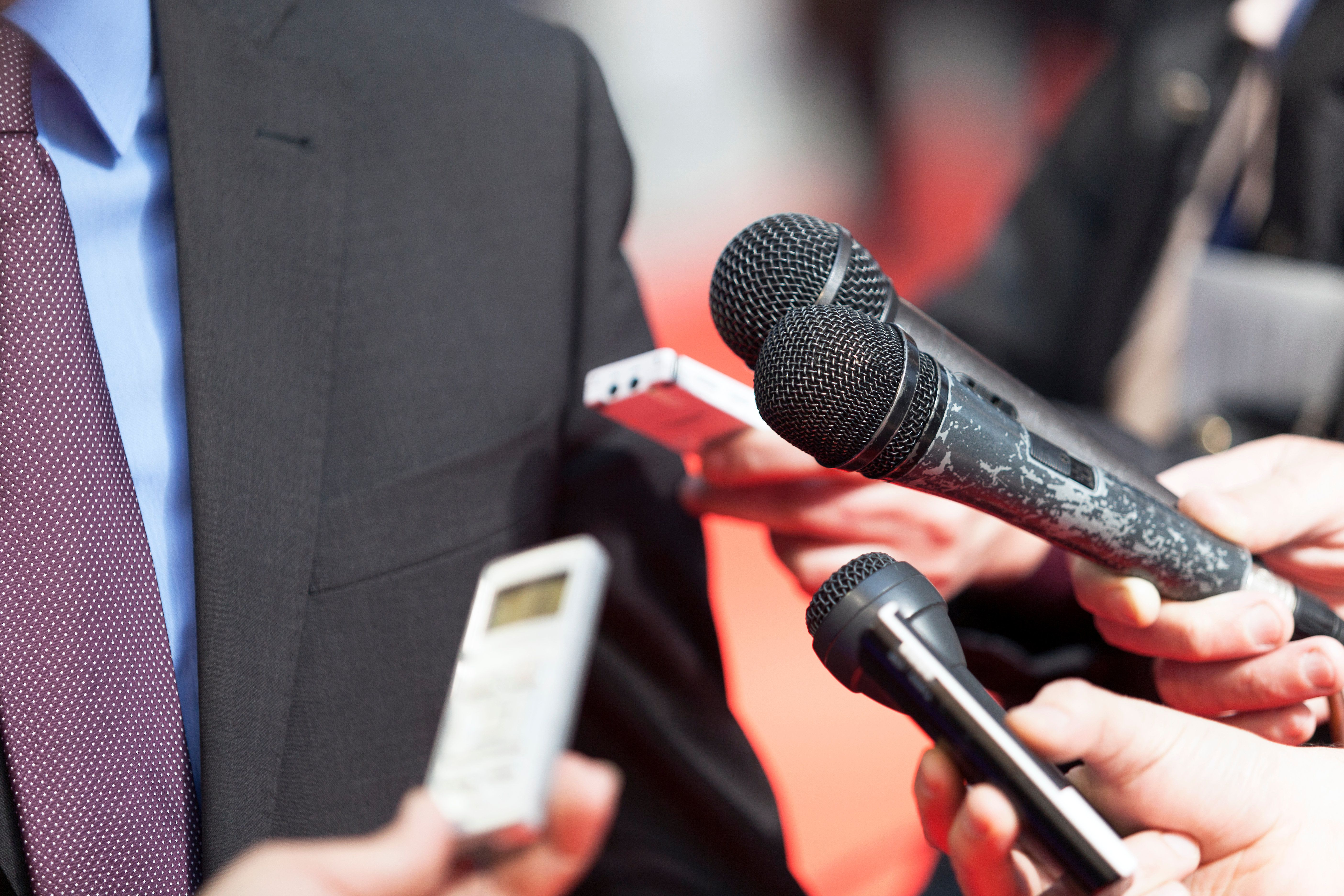 Critiquer les journalistes? Oui. Les mépriser? Non! Pour des rapports sereins avec les