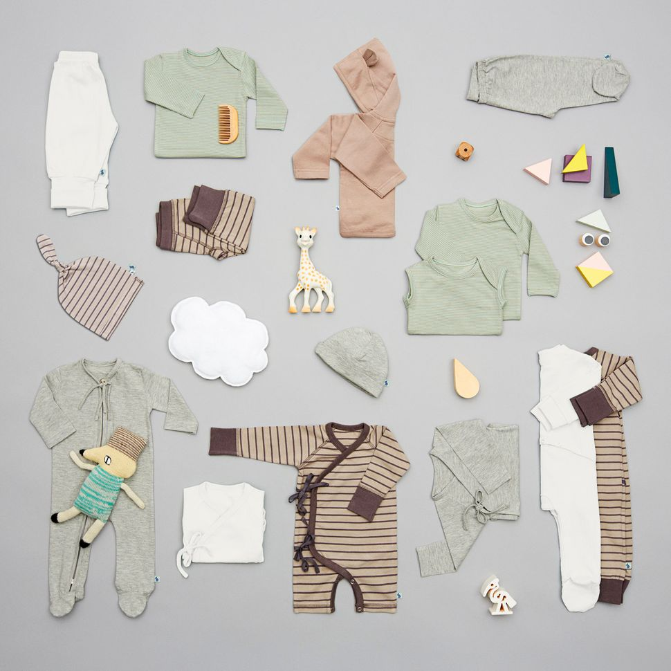 Contents of a VIGGA baby bag that is sent to new parentswhen they sign up.