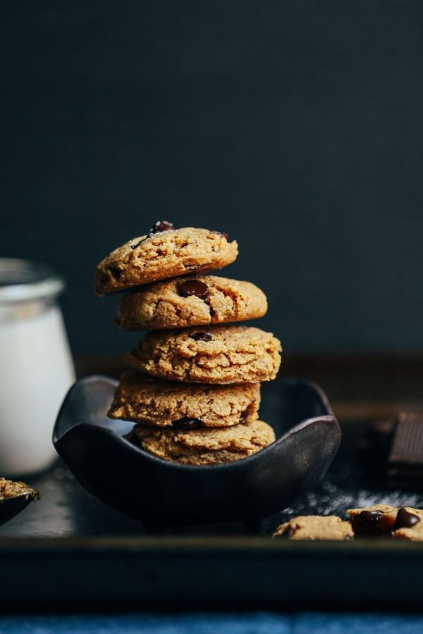 "<strong>Get the<a href=""https://minimalistbaker.com/almond-butter-chocolate-chip-cookies/"" target=""_blank"">Almond Butte"