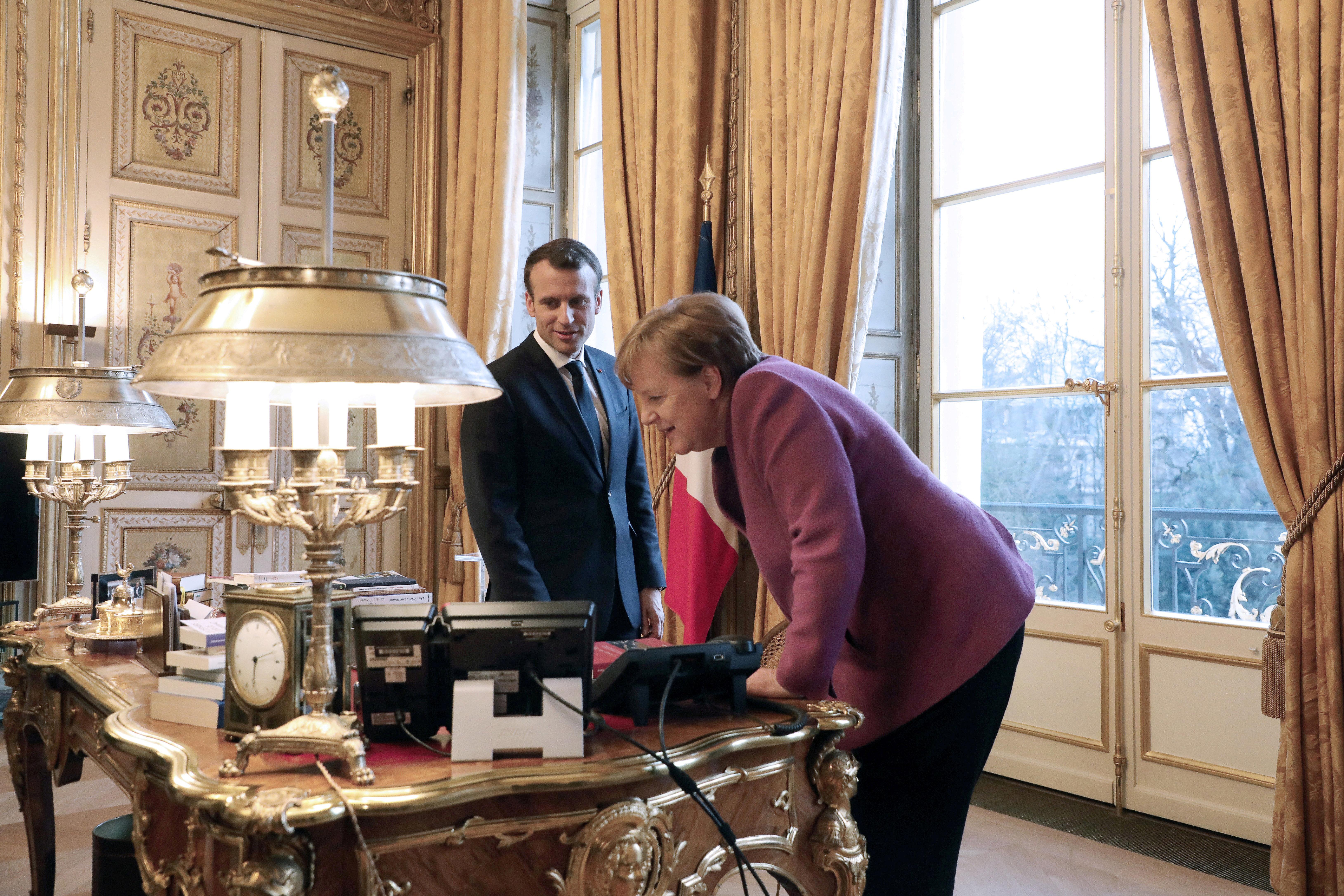 Merkel und Macron suchen nach gemeinsamer Haltung