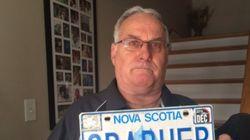 Mann hat Probleme mit Verkehrsbehörde, weil sie seinen Nachnamen pervers