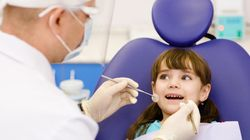 Mädchen geht in eine Zahnarztpraxis in der nur Männer arbeiten – ihre Reaktion ist