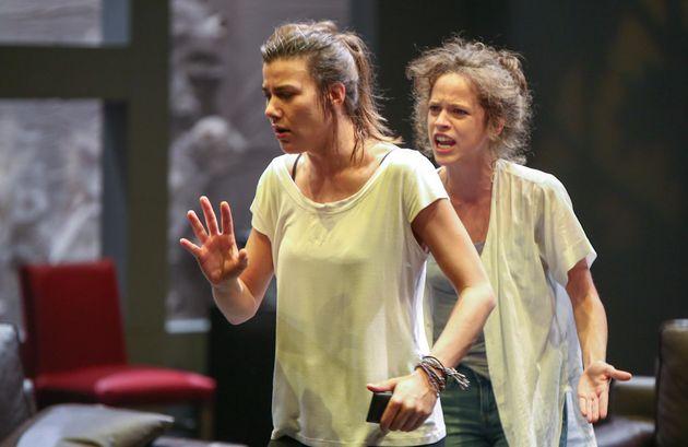 Το Εθνικό Θέατρο μιλά για μια «μεγάλη θεατρική επιτυχία» αναφορικά με τις πρόσφατες βραβεύσεις ηθοποιών