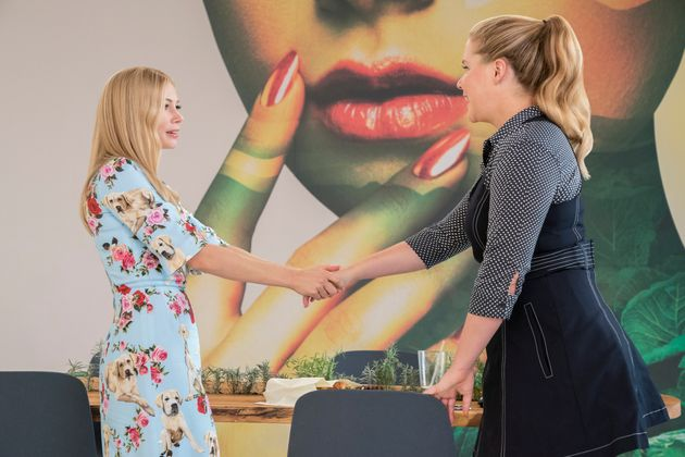 Michelle Williams and Amy Schumer in