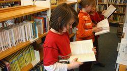 Junge schreibt 1982 seinen Namen in Schulbuch – das stellt nun das Schulsystem in