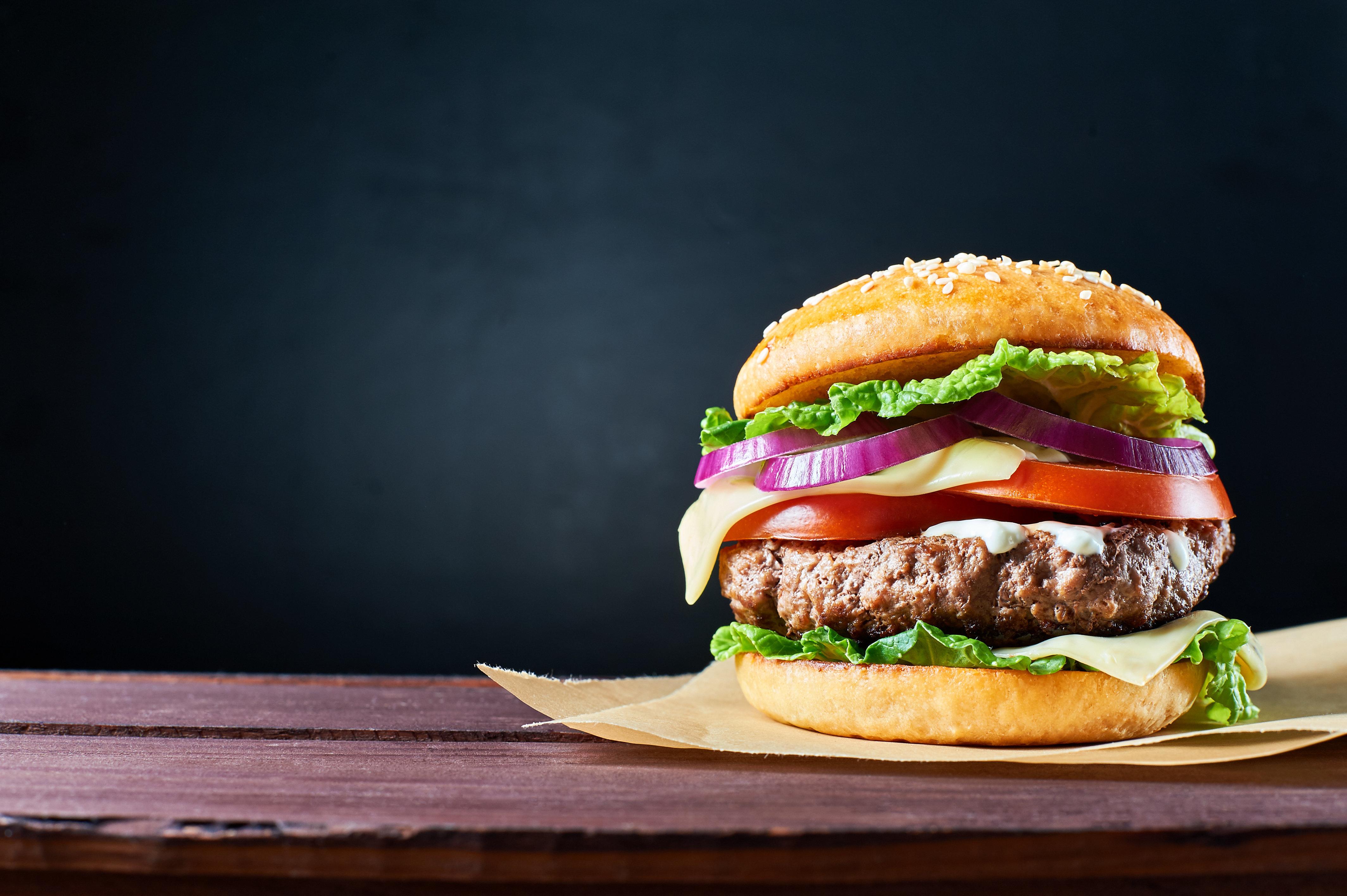 Ce burger saignant est en fait un burger vegan et veut conquérir le