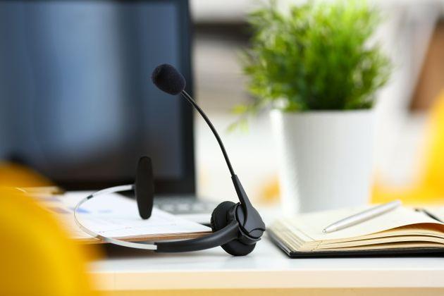 Τηλεφωνήτρια σε κέντρο έκτακτης ανάγκης έκλεινε το τηλέφωνο στους πολίτες «γιατί δεν ήθελε να μιλήσει...