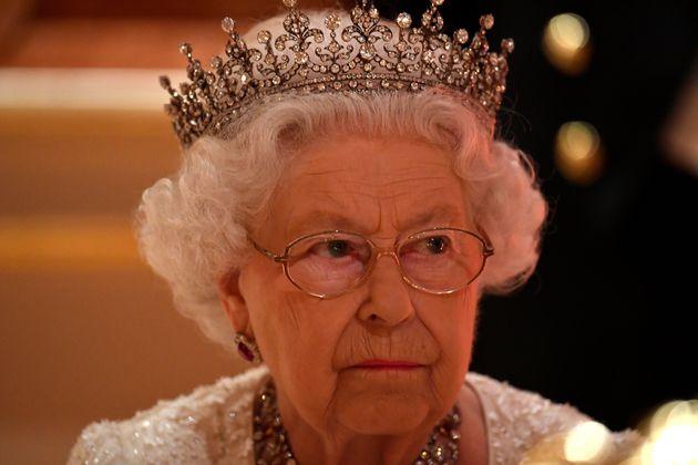 엘리자베스 2세 영국 여왕이 후계자로 찰스 왕세자를