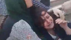 Η αστυνομία ηθών του Ιράν ξυλοκοπεί άγρια μια κοπέλα επειδή δεν φορά σωστά το χιτζάμπ. Το βίντεο φέρνει νέα διεθνή