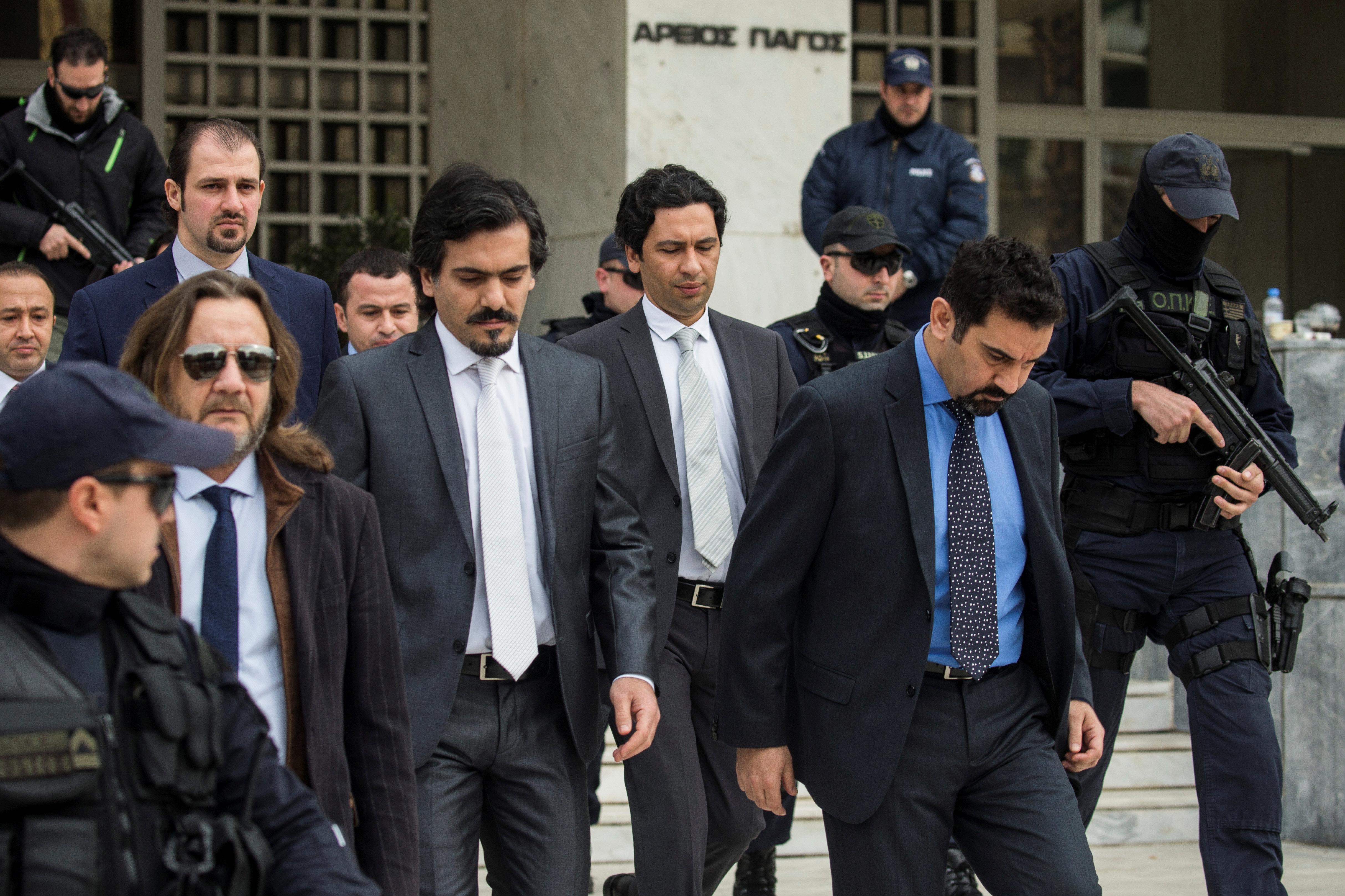 Η απόφαση του ΣτΕ είναι απόδειξη πως η Ελλάδα προστατεύει τους πραξικοπηματίες, λέει το τουρκικό