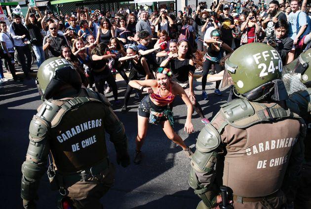 Χιλιάδες φοιτητές στους δρόμους του Σαντιάγο κατά της απόφασης ελέγχου των πανεπιστημίων από κερδοσκοπικές