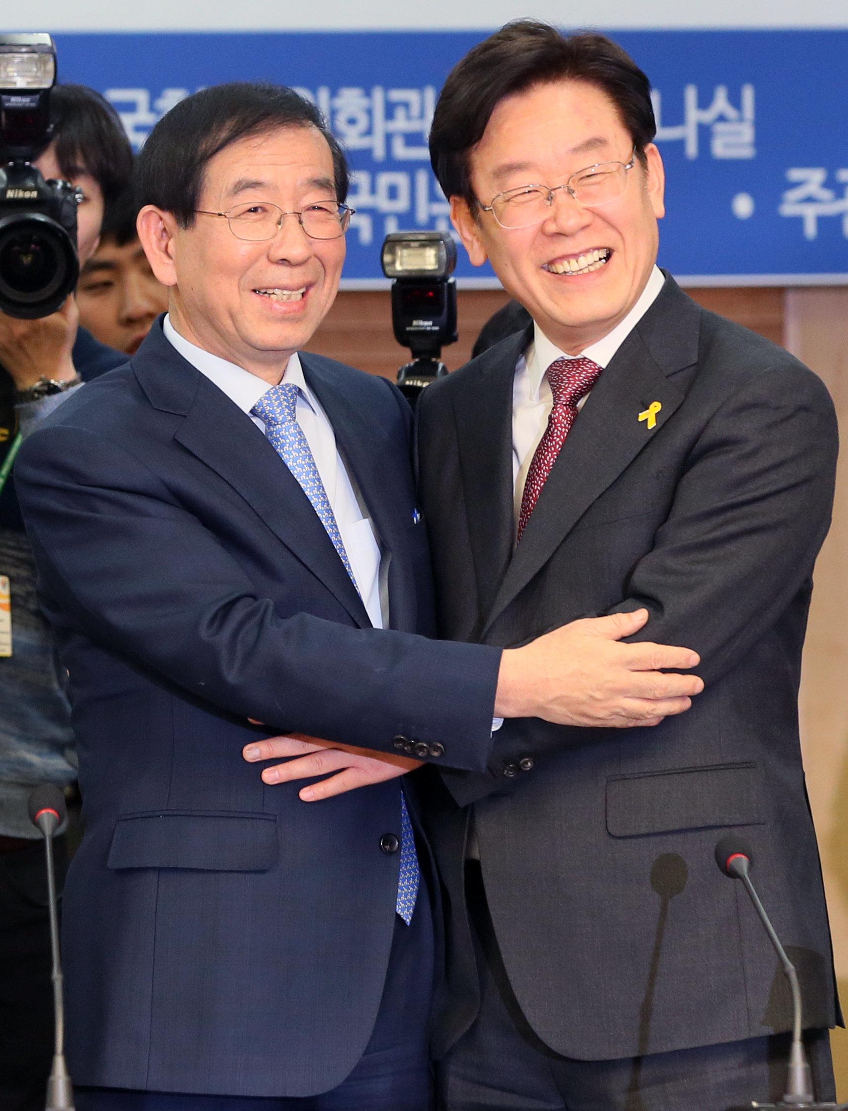 박원순과 이재명이 더불어민주당의 6월 지방선거 후보로