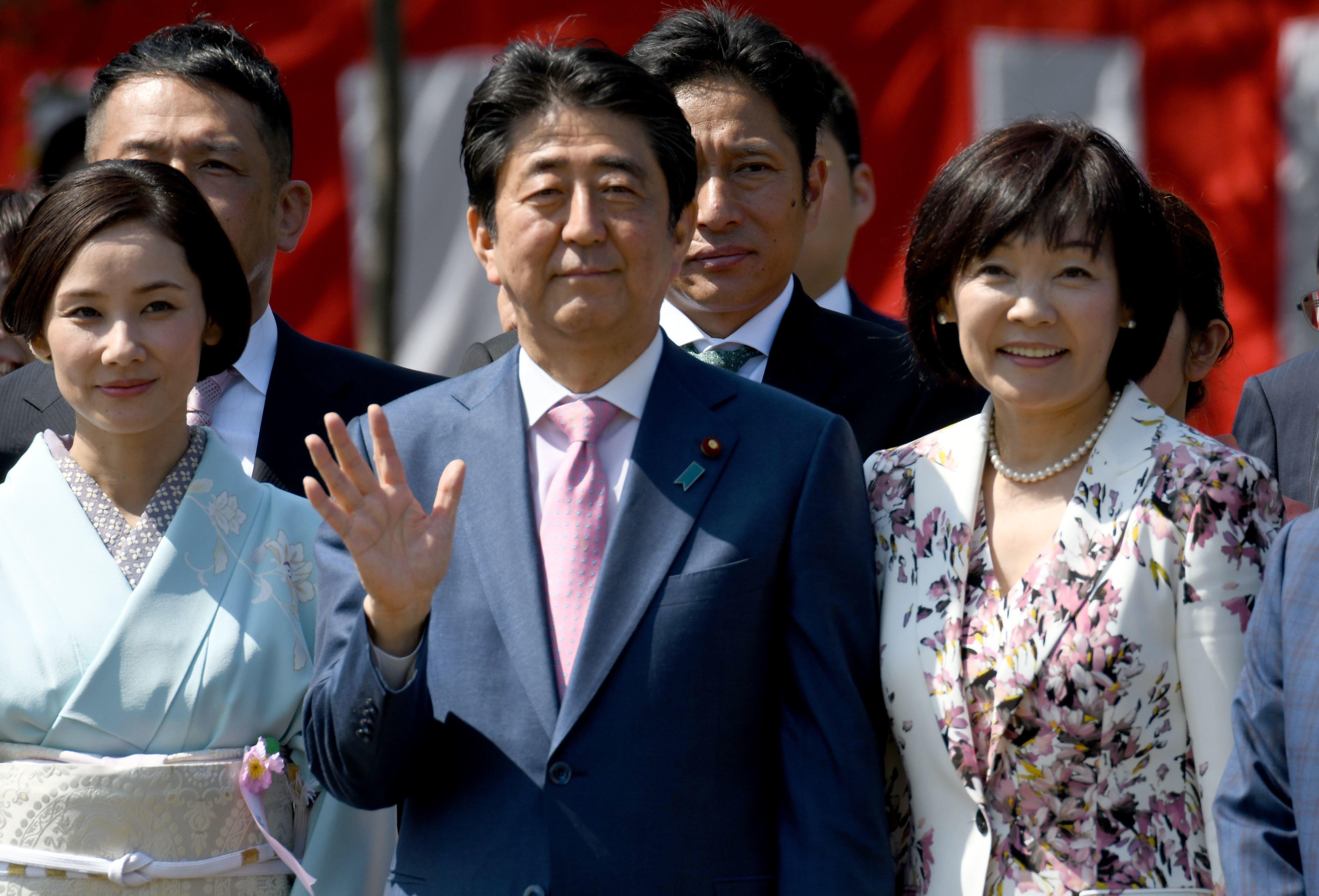 아베 총리가 북한의 핵실험 중지 발표를