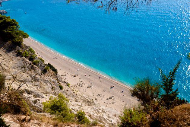 Σε αυτές τις παραλίες του κόσμου βρίσκονται τα πιο γαλάζια νερά; Ποια ελληνική παραλία είναι στη λίστα;