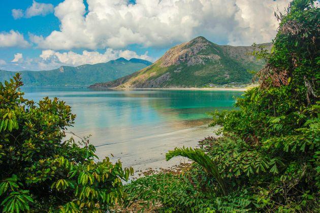 Σε αυτές τις παραλίες του κόσμου βρίσκονται τα πιο γαλάζια νερά. Ποια ελληνική παραλία είναι στη