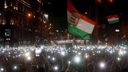 Χιλιάδες Ούγγροι στους δρόμους της Βουδαπέστης, κατά του ελέγχου των MME από την