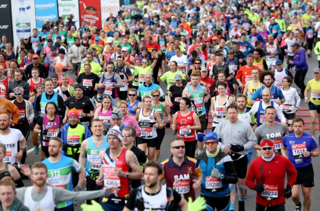Queen provides royal send-off for London Marathon runners