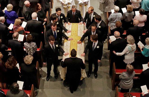 Koσμοσυρροή στην κηδεία της Μπάρμπαρα Μπους. Τέσσερις πρώην πρόεδροι και εκατοντάδες άνθρωποι αποχαιρέτισαν...