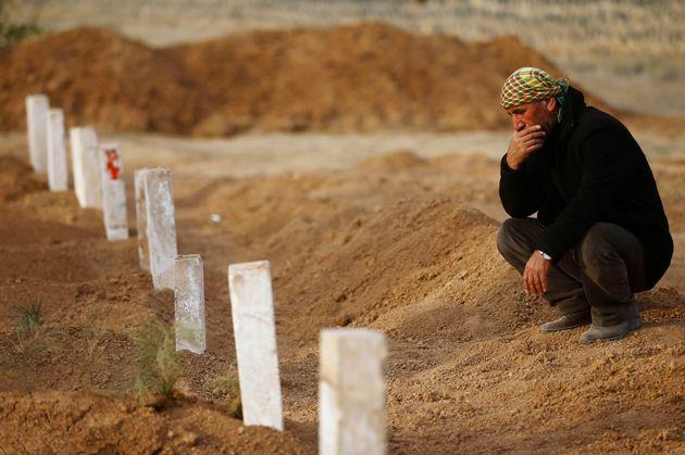 Δεκάδες πτώματα εντοπίστηκαν σε ομαδικό τάφο στη
