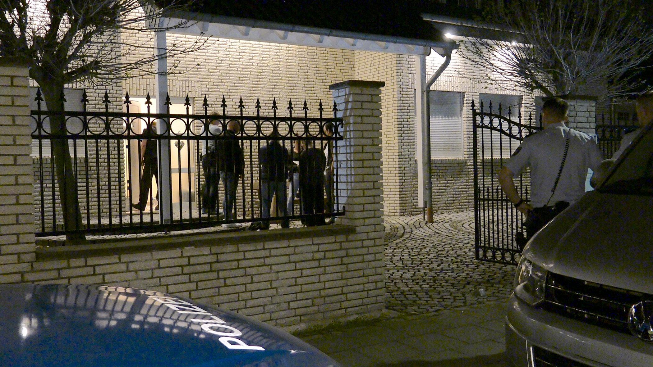 Köln-Dünnwald Mann (53) lag tödlich verletzt im Einfamilienhaus