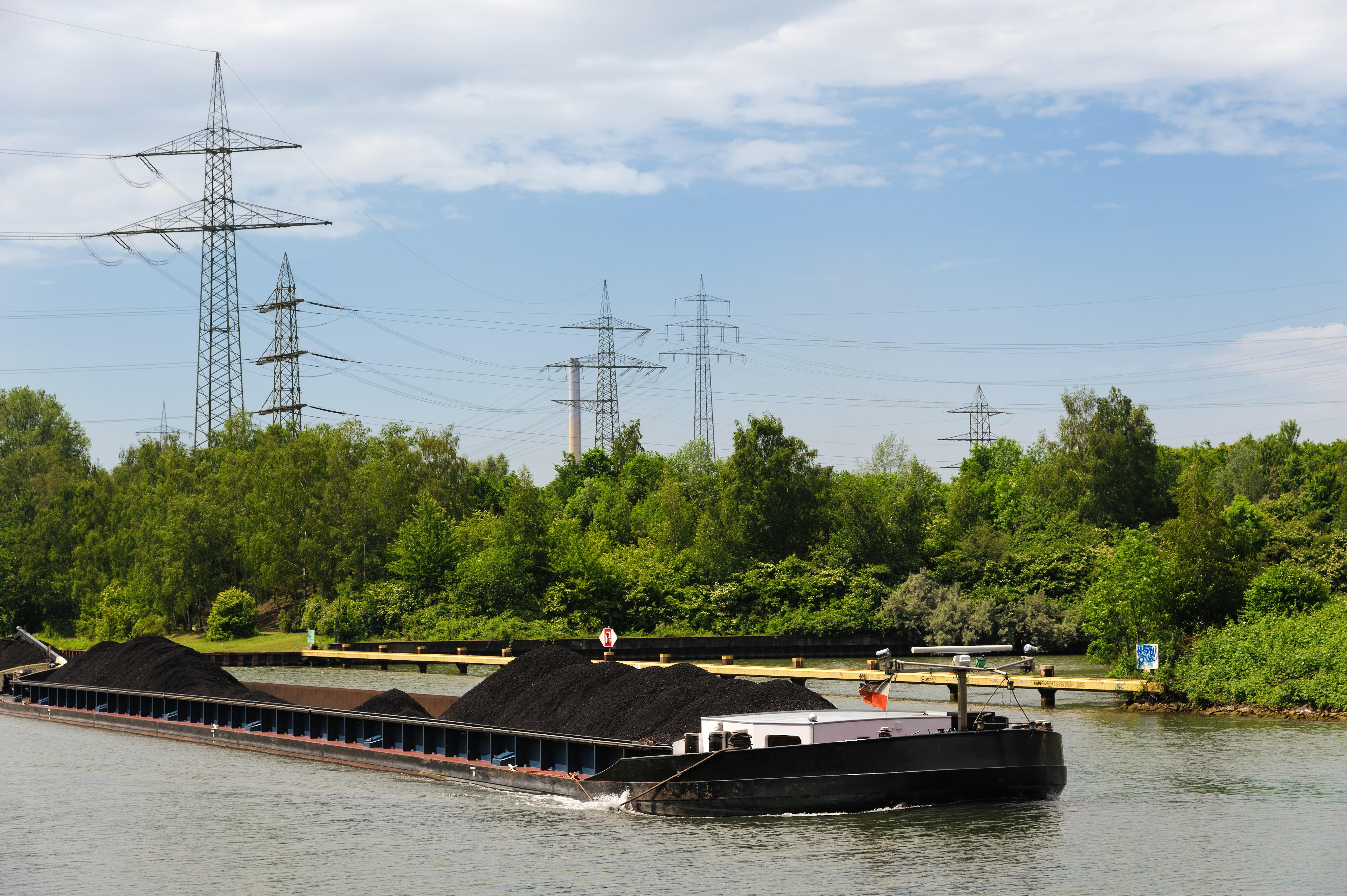 Paket trieb in Kanal Kanufahrerin findet verschnürte Leiche