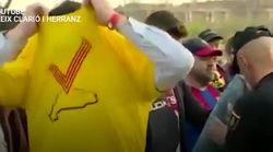 Polémique en Espagne où des supporters du Barça ont dû jeter leurs t-shirts jaunes