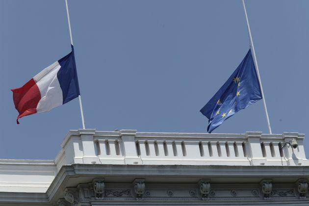 Επίθεση Ρουβίκωνα με μπογιές στη γαλλική