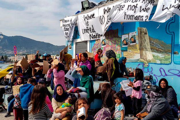 Ακροδεξιοί επιτέθηκαν στους πρόσφυγες της πλατείας