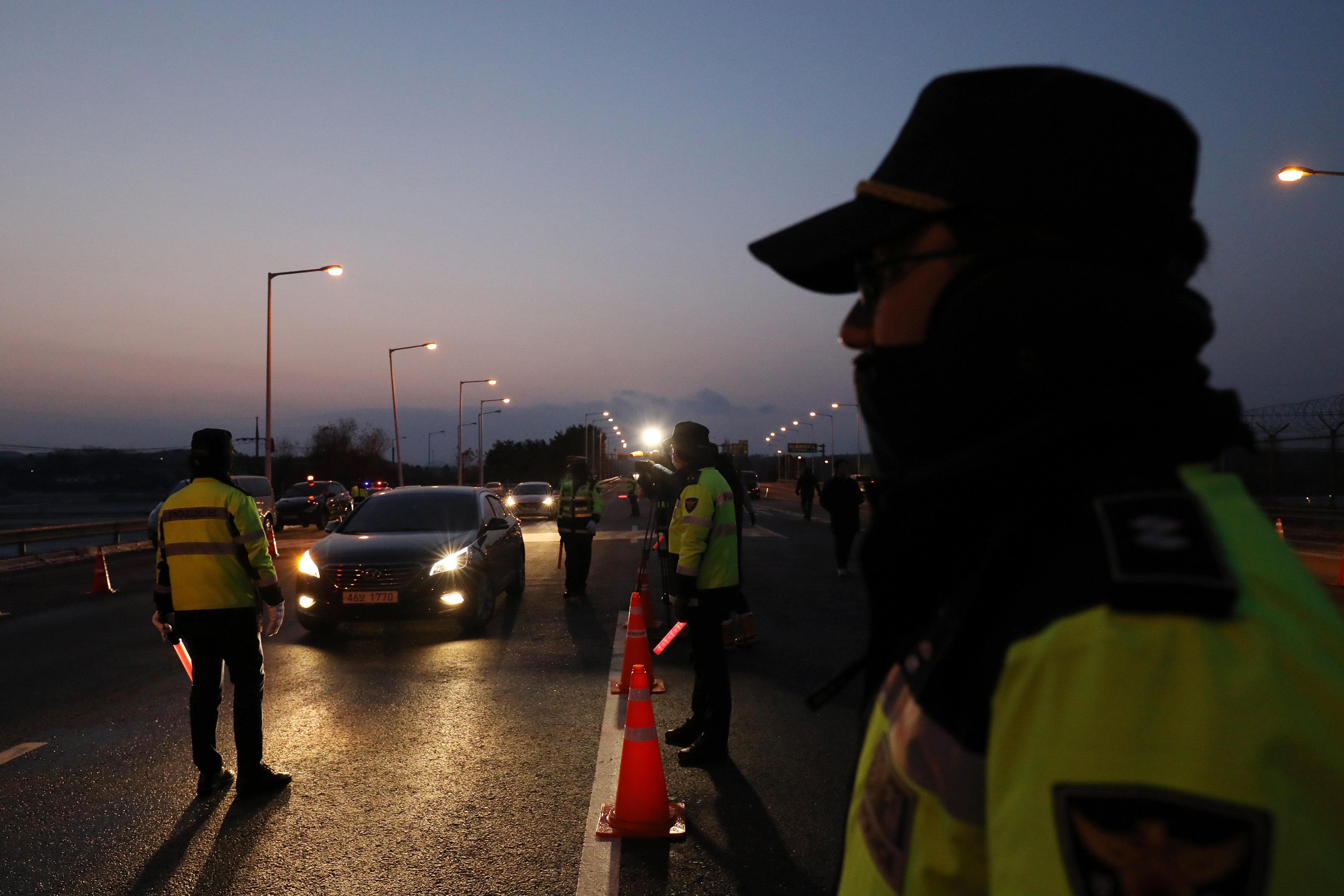 Δεκάδες Κινέζοι νεκροί μετά από πτώση λεωφορείου σε γέφυρα στη Βόρεια