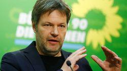 Grünen-Chef Habeck fordert Plastiksteuer auf
