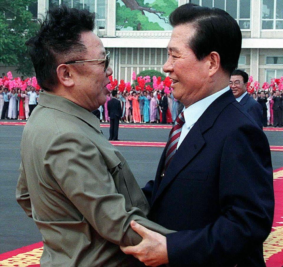 18년 전, 남북정상회담 후 남한 사람들은 김정일에게 호감을
