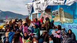 Des groupes d'extrême droite attaquent un campement de migrants en Grèce, faisant des