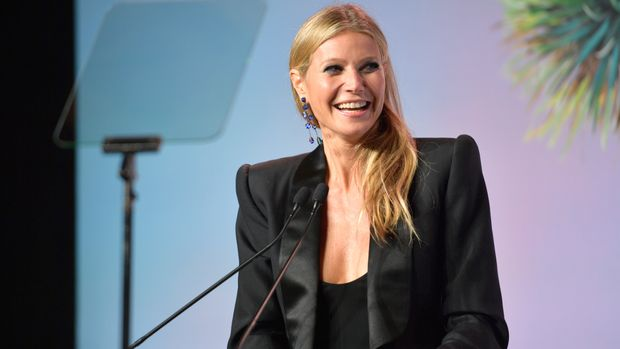 LOS ANGELES, CA - NOVEMBER 11:  Gwyneth Paltrow accepts the Giving Tree Award at The 2017 Baby2Baby Gala presented by Paul Mitchell on November 11, 2017 in Los Angeles, California.  (Photo by Matt Winkelmeyer/Getty Images for Baby2Baby)