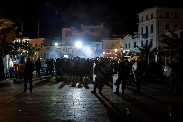 Δήμαρχος Λέσβου: «Οι κάτοικοι του νησιού δεν είναι ακραίοι». Αλλά όλοι στο νησί συμπράττουν με τον τρόπο...