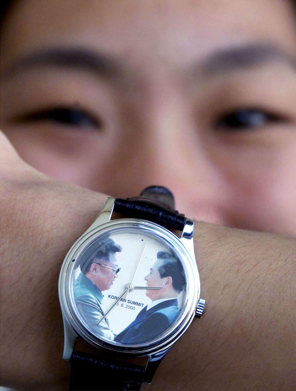 2000년 9월. 남북정상회담을 기념하는 손목시계가
