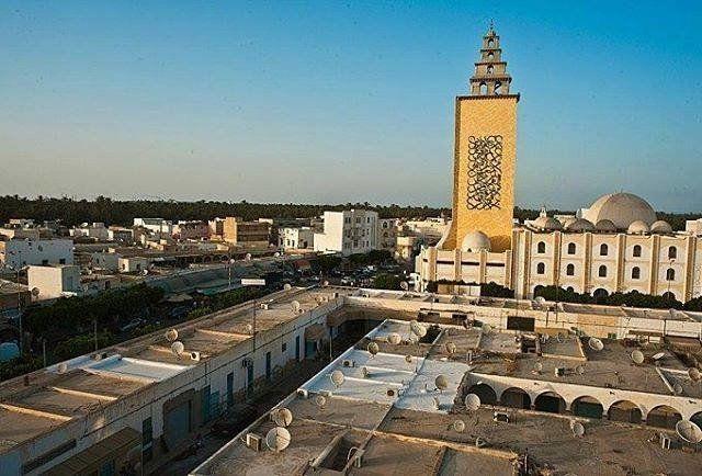 La grande mosquée de Gabès embellie par la calligraphie de l'artiste tunisien El