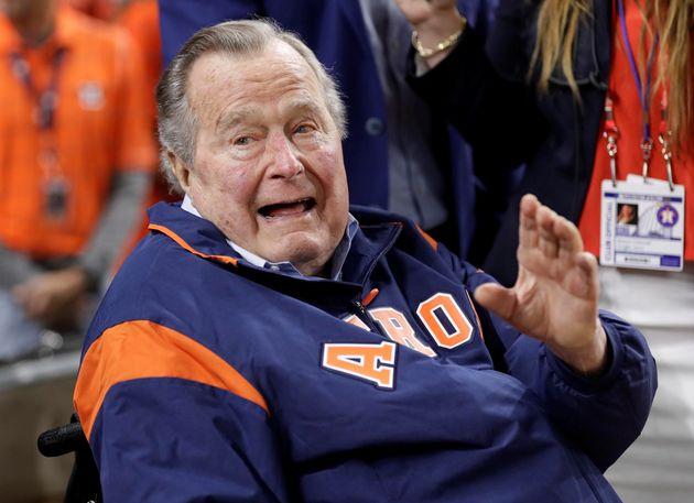 Στο νοσοκομείο μία ημέρα μετά την κηδεία της συζύγου του ο πρώην πρόεδρος Τζορτζ Μπους ο