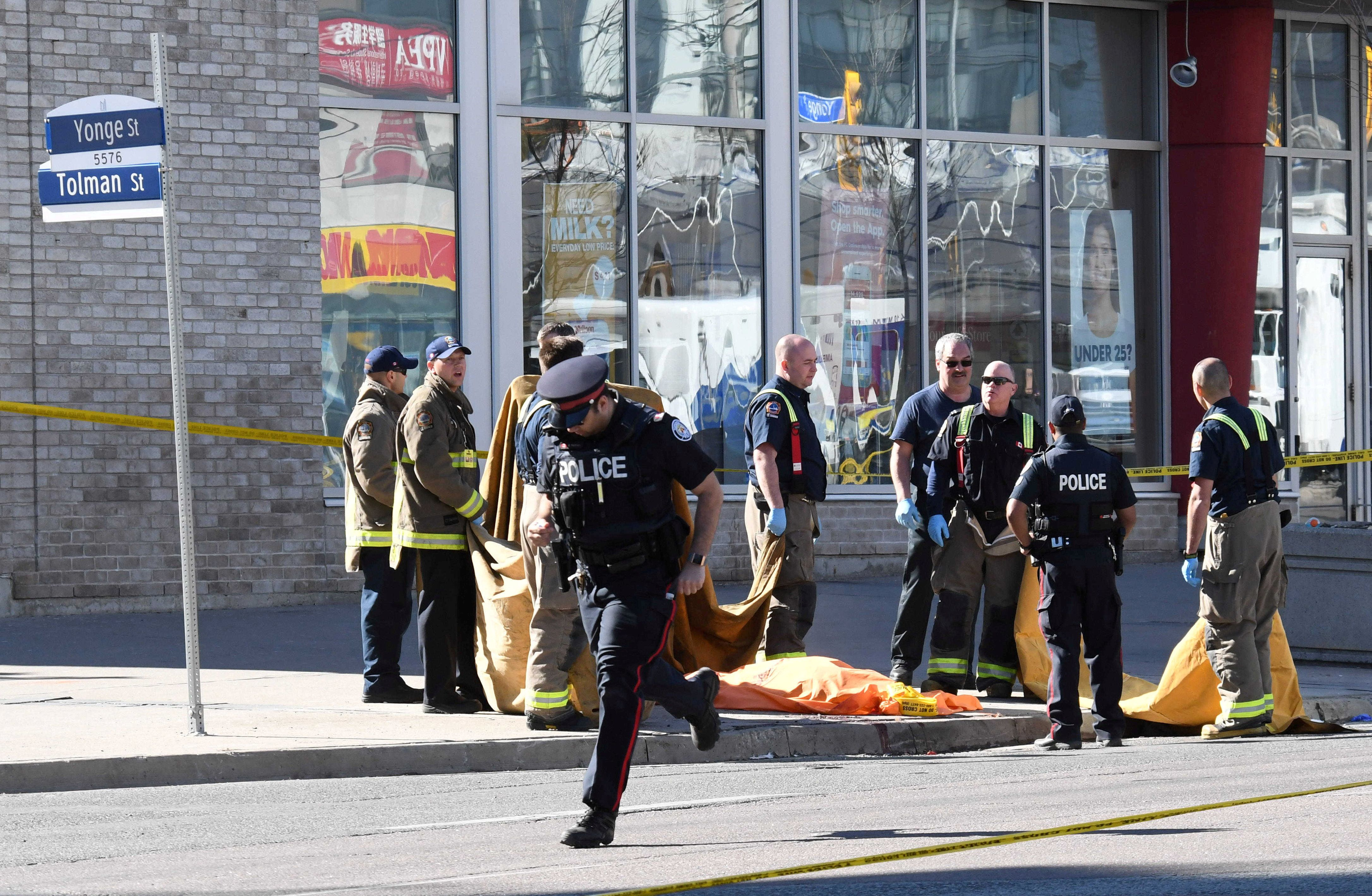 Une camionnette fonce sur la foule à Toronto, 10 morts et 15