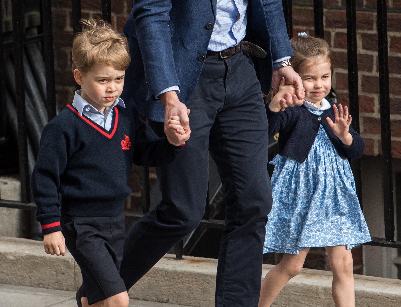 Ο χαιρετισμός της πριγκίπισσας Charlotte έξω από το μαιευτήριο έχει ξετρελάνει το