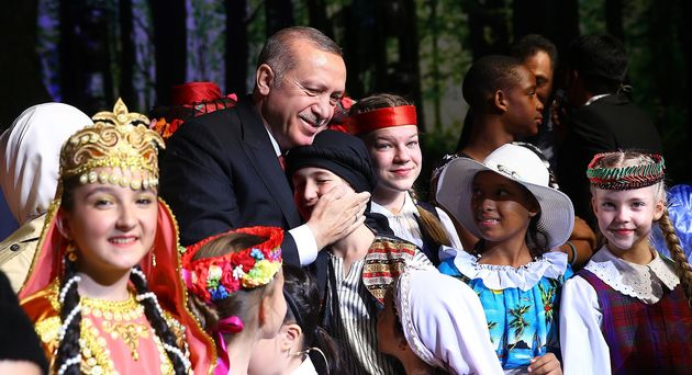 erdogan macht skurrile fotos mit kindern um tragische wahrheit zu kaschieren. Black Bedroom Furniture Sets. Home Design Ideas