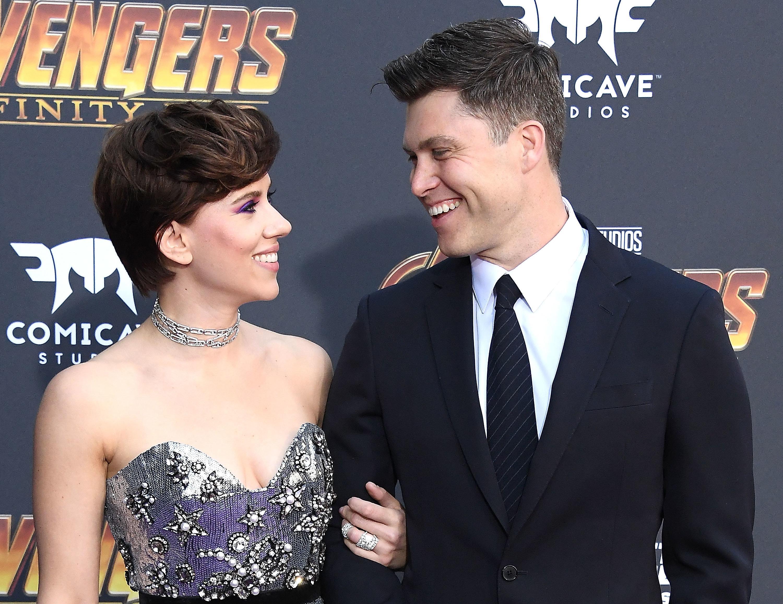 Scarlett Johansson et Colin Jost pour la première fois ensemble sur le tapis