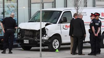 Investigators view a damaged van seized by police after multiple people were struck at a major intersection northern Toronto, Ontario, Canada, April 23, 2018.   REUTERS/Saul Porto