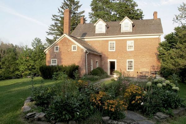 "Windrift Hall is <a href=""https://www.airbnb.com/rooms/11776"" target=""_blank"">a tastefully restored 1790s Federal Style Manor"