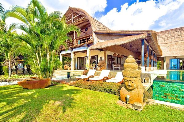 "This <a href=""https://www.airbnb.com/rooms/15556089"" target=""_blank"">luxury Bali villa</a> has everything you want out of a d"